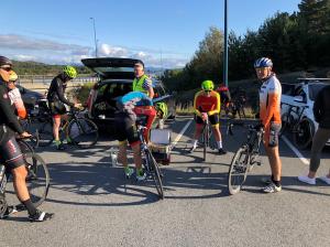 Glade syklister før start